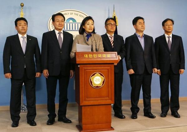 좌측부터 박정, 변재일, 박영선, 민병두, 김종민, 김한정 의원