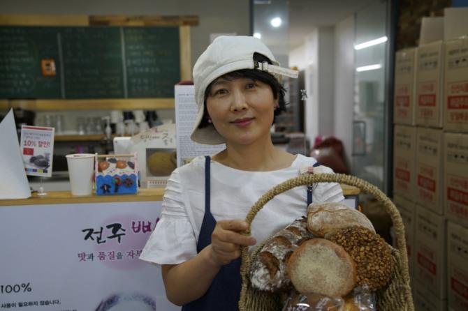 (사진) 전주빵카페를 운영하는  장윤영 대표